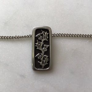 Jewelry - Silver-toned Scottish thistle necklace